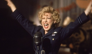 Bette Midler in a scene from For the Boys